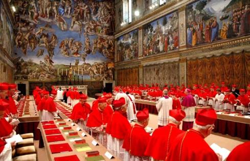 I cardinali riuniti in Conclave nella Cappella Sistina